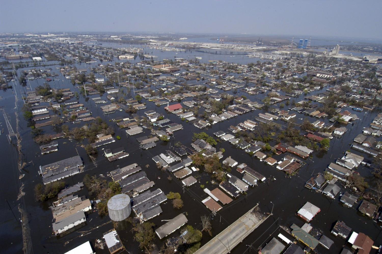 Uragano Katrina (Foto Gary Nichols / U.S. Navy) Imc
