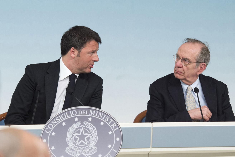 Matteo Renzi e Pier Carlo Padoan (Foto Governo Italiano - Presidenza Consiglio dei Ministri) Imc