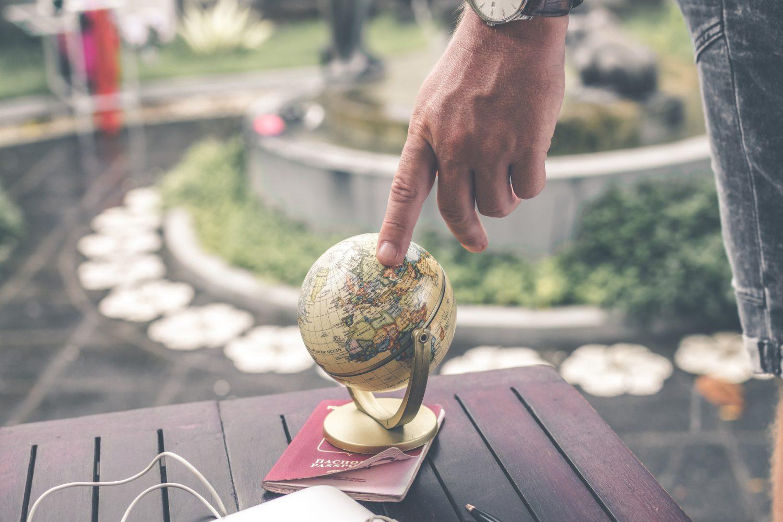 Viaggio - Mappamondo (Foto Artem Bali - Pexels) Imc
