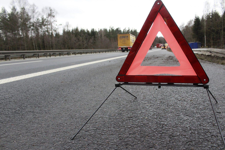 Sinistro stradale - Triangolo - Incidente (Foto Rico Loeb - Pixabay) Imc