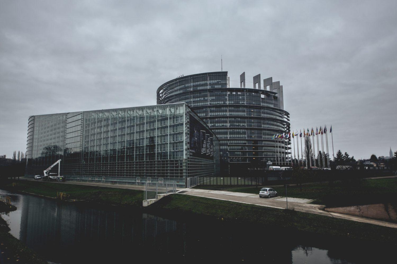 Strasburgo - Parlamento Europeo (Foto Artur Roman - Pexels) Imc