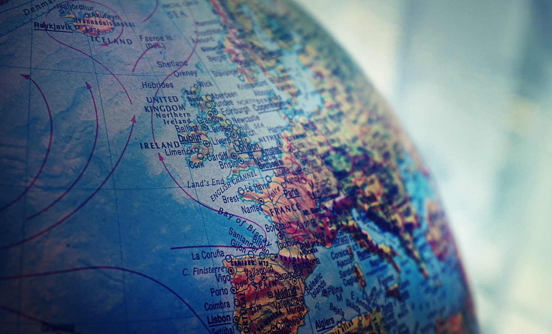 Mappamondo (Foto Suzy Hazelwood - Pexels) Imc