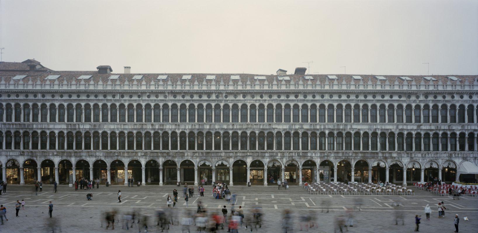 Venezia - Procuratie Vecchie dal Museo Correr (Foto Contrasto - Martino Lombezzi) Imc